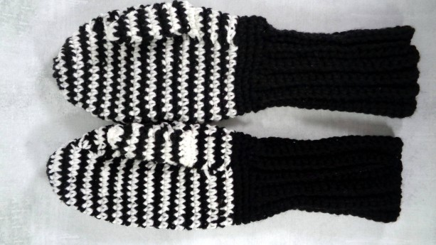 black winter gloves - womens mittens - knit mittens - women winter gloves - striped gloves - winter mittens - black and white - warm gloves