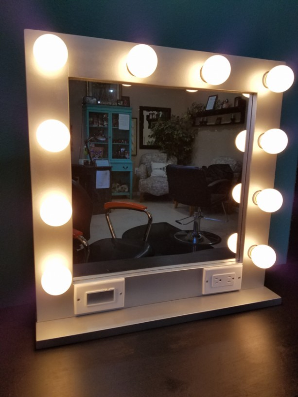 White 24 X 24 Lighted Hollywood Style Glamour Vanity
