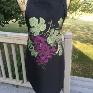 Burgundy grapes apron for women, black apron with 2 pockets, hostess gifts, rustic gifts, wine gift for women, bridal shower gift, best sell