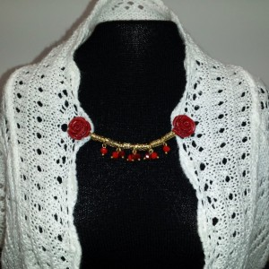 Red roses sweater pin