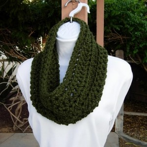 Dark Solid Green Winter Cowl Scarf, Color Options, Women's Extra Soft Short Wide Crochet Knit Acrylic Circle Scarf, Ready to Ship In 3 Days