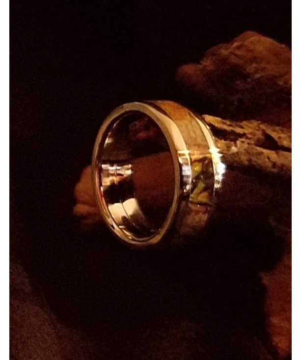 Size 6 1/4 wood and resin ring, Stainless steel core with stainless edges bring out the beauty of this ring. band width 6mm