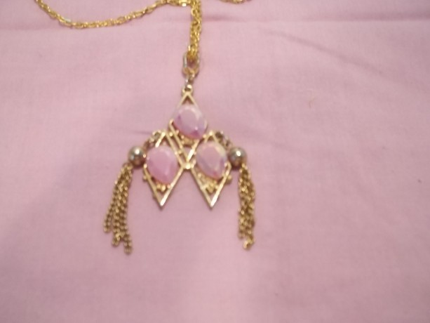 gold chain an pendant 3 pink tear drops on gold pendant 24in chain