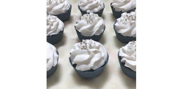 Yin & Yang Bath Cake