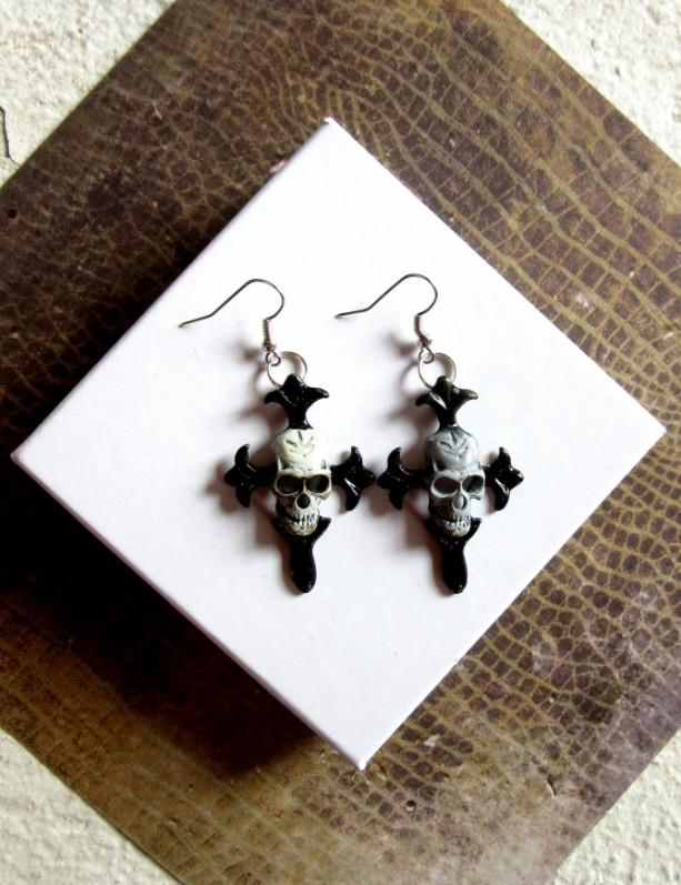 Goth Earrings, Skull and Crossbones Earrings, Skull Earrings, Pirate Earrings, Creepy Earrings, Pirate Jewelry, Skull Jewelry, Punk Earrings