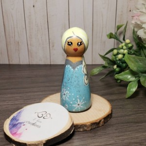 Disney princess wooden peg dolls: Raya peg doll; Elsa peg doll; frozen peg doll; princess peg doll