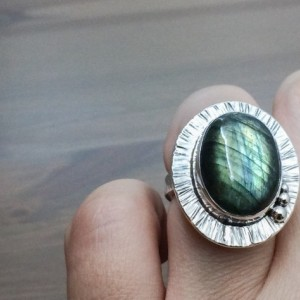 Labradorite Ring, Natural Flashy Labradorite and Sterling Silver Ring, Ring for Women, Big Ring, Silver Ring, Tree-bark Texture Ring