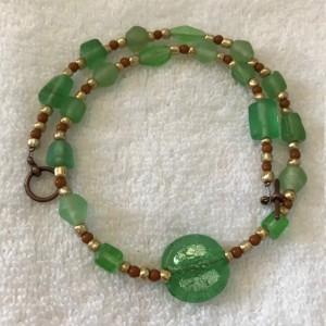 "Green Glass & Gold handmade beaded necklace 17"" long"