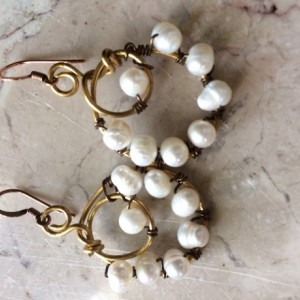 Handmade hoop earrings wrapped freshwater pearls. #E00338