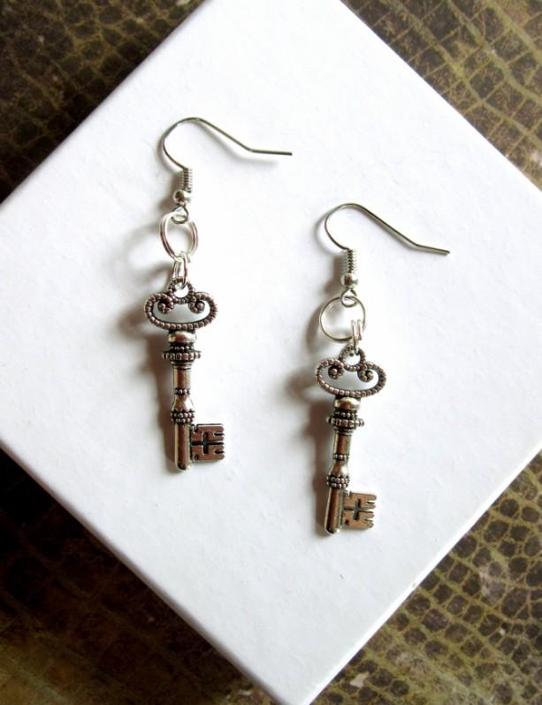 Skeleton Key Earrings, Silver Key Earrings, Silver Steampunk Earrings, Steampunk Key Earrings, Silver Earrings, Key Charm Earrings Paired