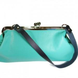 Leather Kiss Lock Handbag, Leather Kiss Lock Purse, Kiss Lock Leather Bag, Bags and Purses, Handbags Womens, Handbags, Vintage Style Purse