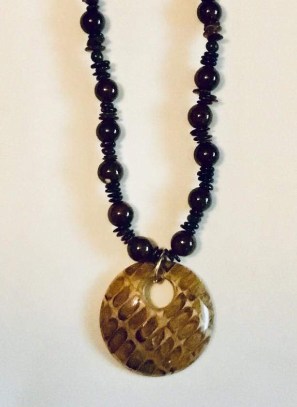 Wood & Epil Leaf Necklace