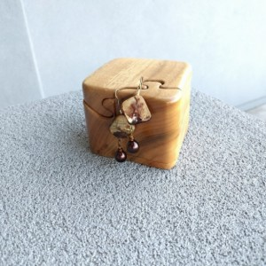 Dangle oyster shell bead earrings, Square shell earrings, Teardrop bead by Cumulus Luci