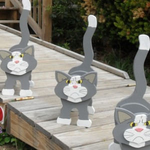 "Friendly ""Grumpy Cat"" planter box"