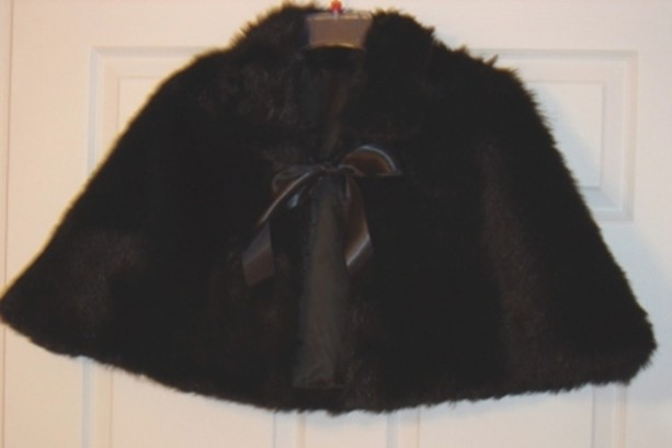 Elegant Black Faux Fur Bridal Capelet