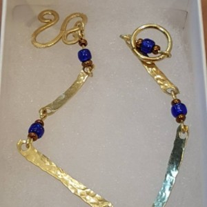 hand hammered golden brass links and blue beads bracelet