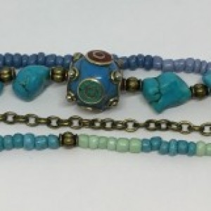 Bohemian stacked bracelet, Turquoise bracelet for women, Howlite beads and antique brass details, seed beads and glass beads. Tibetan resin