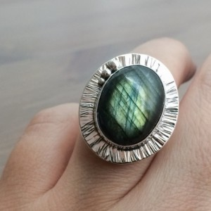 Labradorite Ring, Natural Flashy Labradorite and Sterling Silver Ring, Ring for Women, Big Ring, Silver Ring, Tree-bark Texture Ring