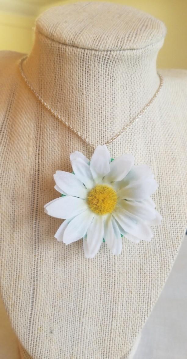 Daisy Cap Necklace