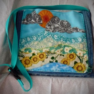 Shoulder Bag with applique summer scene