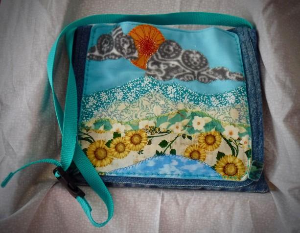 Shoulder Bag with applique summer scene