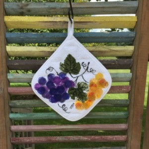 Purple grapes kitchen pot holders set of 2, mothers day from daughter, fall gift for her, hostess gift, grapes kitchen decor, best selling