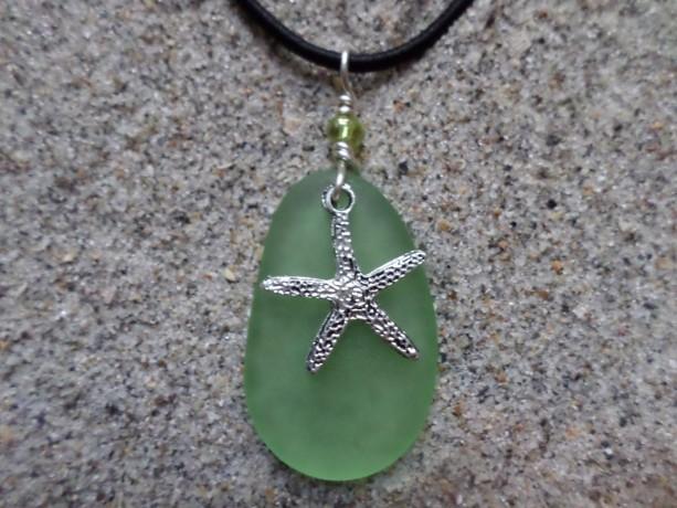 sea glass necklace green w. starfish charm
