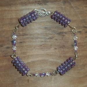 Purple beaded bead bracelet