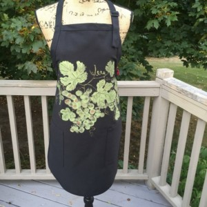 Green grapes apron for women, black apron with 2 pockets, hostess gifts, rustic gifts, wine gift for women, bridal shower gift, best selling