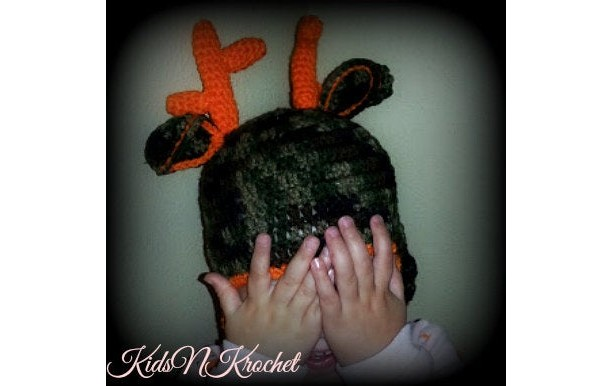 Crochet camo hunter hat with antlers!