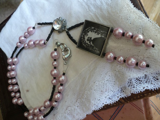 Elegant Rosy Pearls Necklace