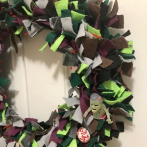 Felt & Ribbon Glow in the Dark Zombies and Squishy Brains Halloween Wreath - Fall Wreath - Zombies Gift - Halloween Party