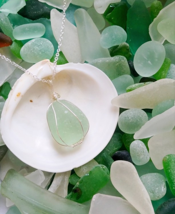 Green sea glass necklace, sea foam green sea glass, English sea glass, beach glass jewelry, sea glass jewelry, beach glass necklace, for her