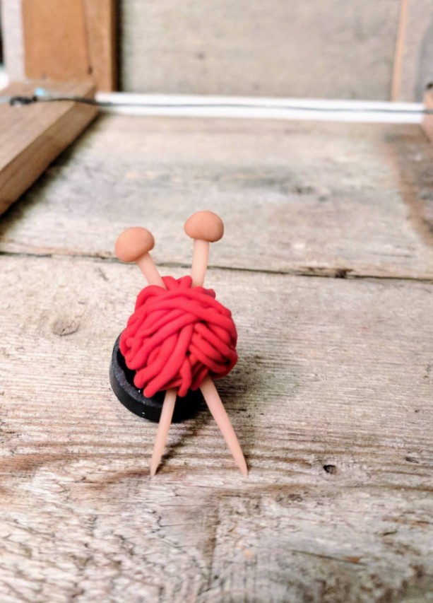 Knitting Magnet • Gift for Knitters • Knitting Needle • Cute Friend Gift • Yarn Magnet • Yarn Lover Magnet • Birthday Gift • Friendship Gift