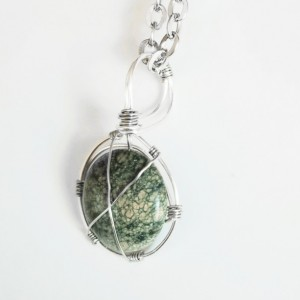 EUTIERRIA - Serpentine Stone Handmade Wire Wrapped Necklace