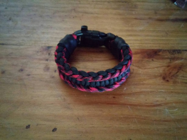 Heavy Duty Paracord Survival Bracelet (w/Titan Survivorcord)