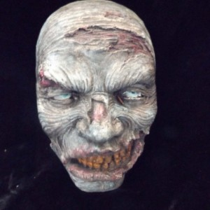 Zombie Man Hanging Head Wall Plaque Living Dead Halloween Prop Home Haunt Decoration Spooky Creepy Macabre Blood Gore Oddity Weird Display