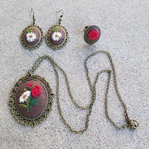 Embroidered  jewelry in red roses and daisies