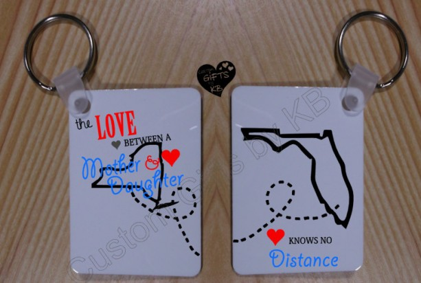 the Love Between a Mother and a Daughter knows no Distance Keychain, Mother's love, State to State keychain, Mom and Daughter,custom chain