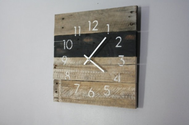 Black & White Reclaimed Wood Wall Clock. Pallet Wood. Modern Numbers. - Black & White Reclaimed Wood Wall Clock. Pallet Wood. Modern Nu