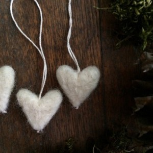Felted wool heart ornaments, set of 5, Natural White, heart theme decor, mini Christmas tree ornament, Valentine's Day decor, white heart