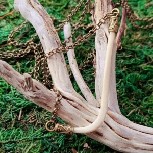 Wunderland exclusive// Kicking against the pricks // necklace // bone jewelry