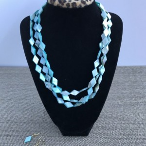Pearl Statement Necklace, Shell Bead Necklace, Pearl Necklace, Mother of Pearl Statement, Chunky Necklace, Statement Necklace, Blue Necklace