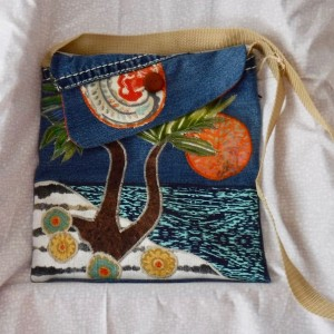 Shoulder purse with applique beach scene item #: SBD 1005