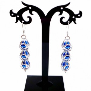 Blue Dangle earrings chainmaille captured bead