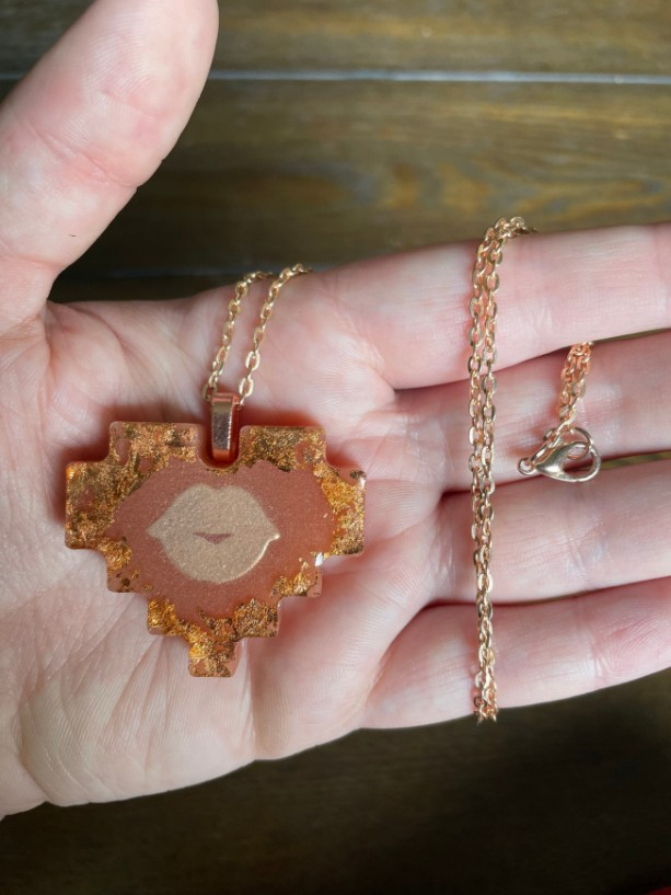 Heart Pendant Necklace With Lips