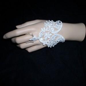 lace finger bracelet - slave bracelet - ring bracelet -  fingerless glove - lace cuff