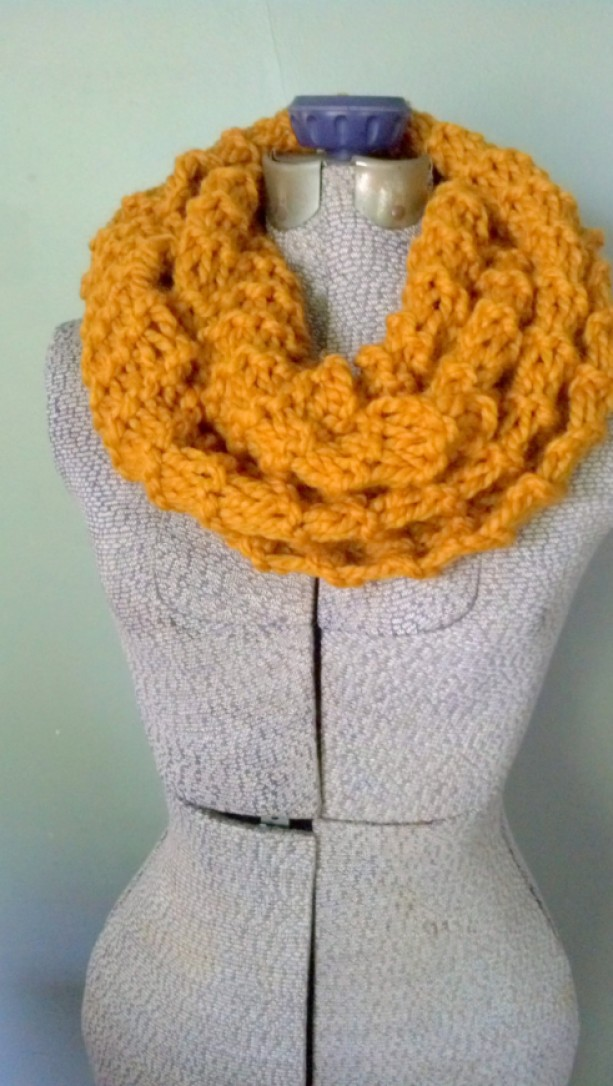 Mustard Chunky Knit Infinity Scarf, Hand Knit Scarf Chunky, Chunky Circle Scarf, Circle Scarf Infinity