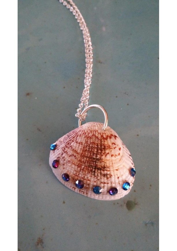 Clam shell necklace with Swarovski crystals