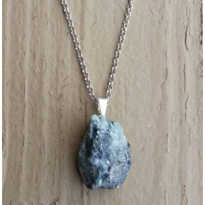 RAW EMERALD CRYSTAL NECKLACE